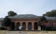 Larchmont Branch Library
